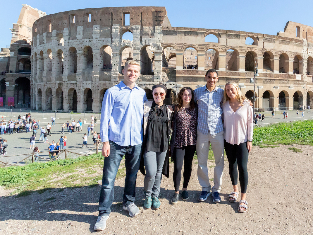 Students at the colosseum in Rome, Intern Abroad HQ