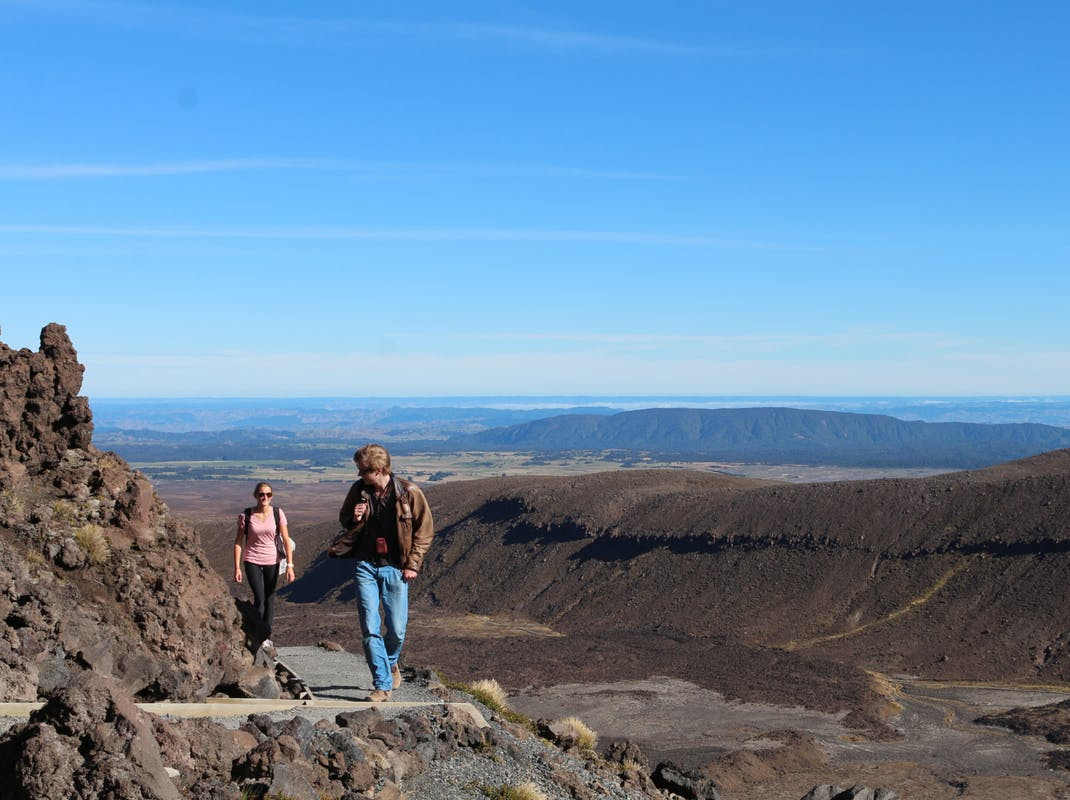 The Tongariro Alpine Crossing in Tongariro National Park, tramping in New Zealand
