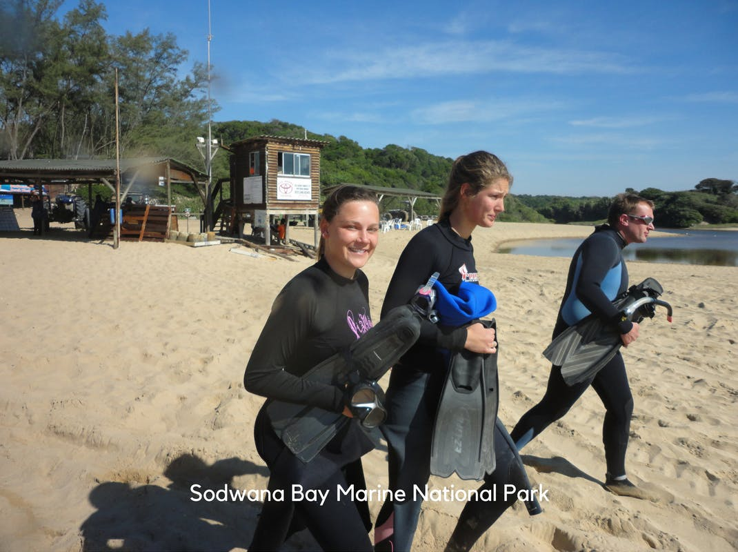 Marine Conservation Internships in Sodwana Bay interns head out for a dive