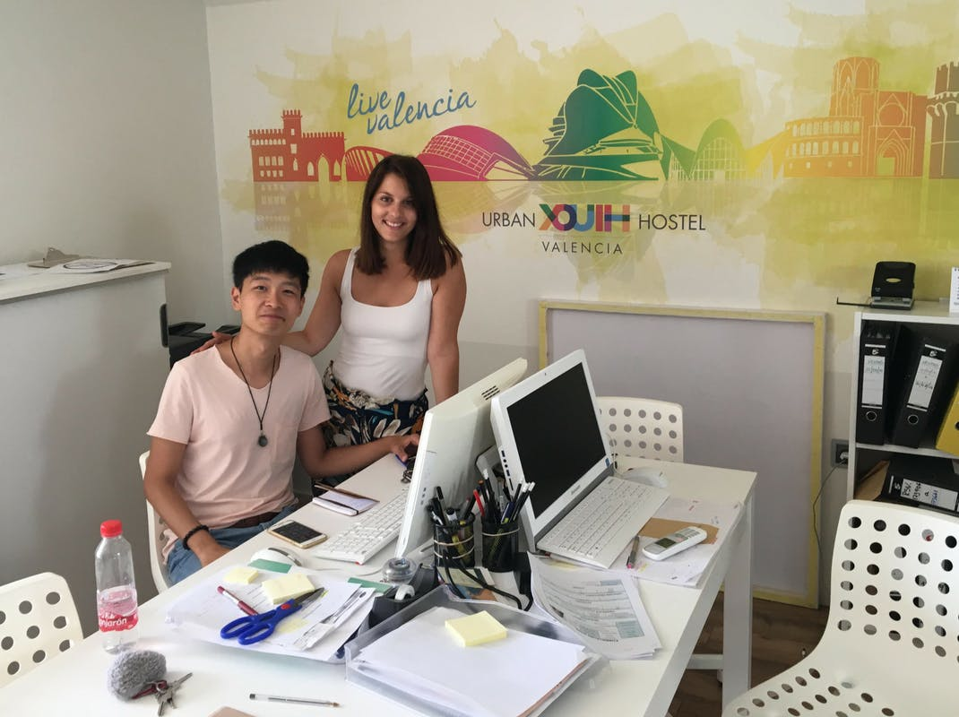 Interns working together in Valencia, Intern Abroad HQ
