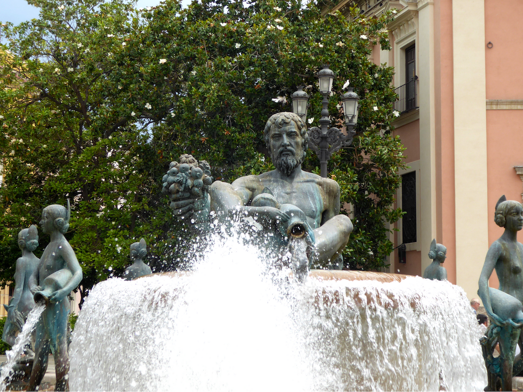 Neptune relaxing in la Fuente del Turia, Valencia, Spain, Intern Abroad HQ