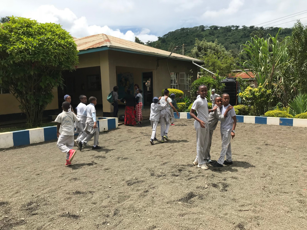 Children playing in Tanzania, Intern Abroad HQ