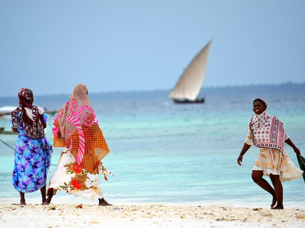 Women and children on the beach in Zanzibar, Intern Abroad HQ